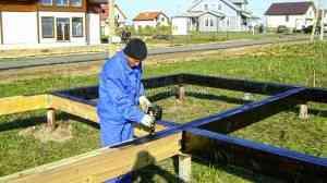 Строительство дома по технологии СИП (SIP), проект ХАЙТЕК-168. Поселок Смартвиль, Московская область. Фундамент на винтовых сваях. Обвязка брусом 150х200мм.