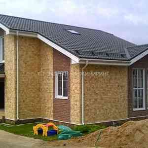 Одноэтажный дом с мансардой по технологии СИП (SIP). Фундамент на винтовых сваях.