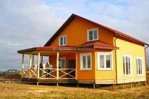 """Одноэтажный дом с мансардой по технологии СИП (SIP), проект """"Висла"""". Фундамент на винтовых сваях."""